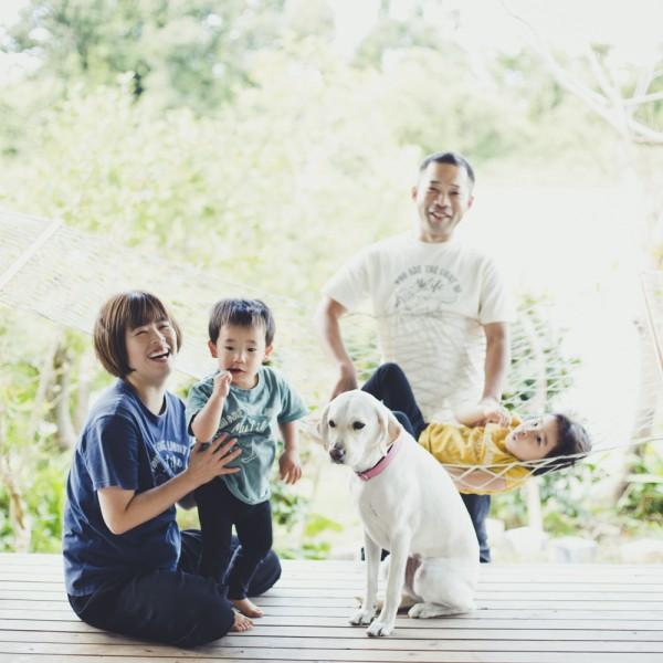 愛犬とハンモックとお庭で撮影